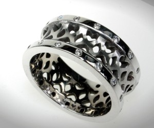Resulting ring, white gold