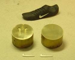 Simple mold for the Nike logo