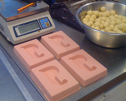 All stuff needed to mold white chocolate